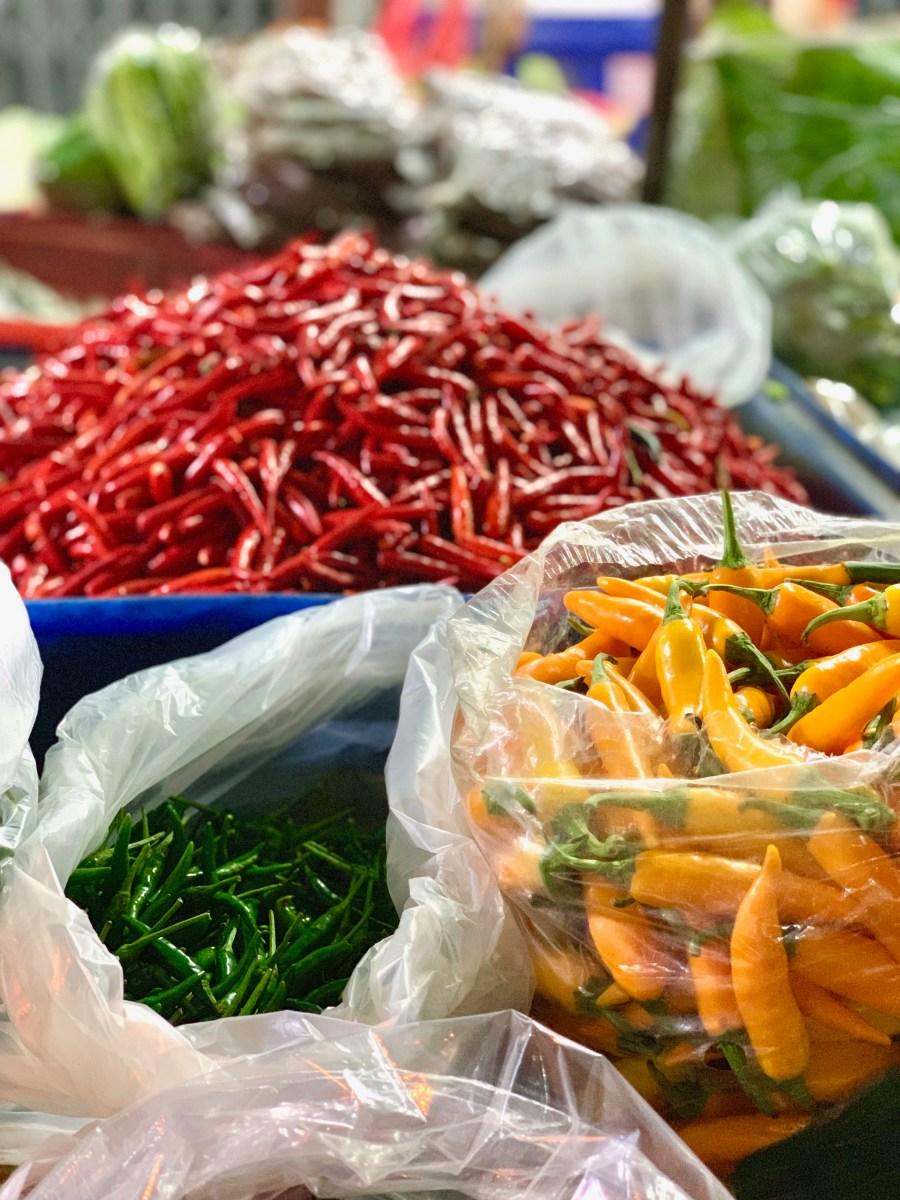 Weltreise: Bangkok Blumenmarkt Chilischoten
