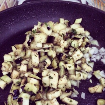 Saute the aubergine together with the onion.