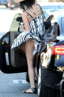 Mais uma que é pega pelo combo vento + vestido rodado: Katy Perry.