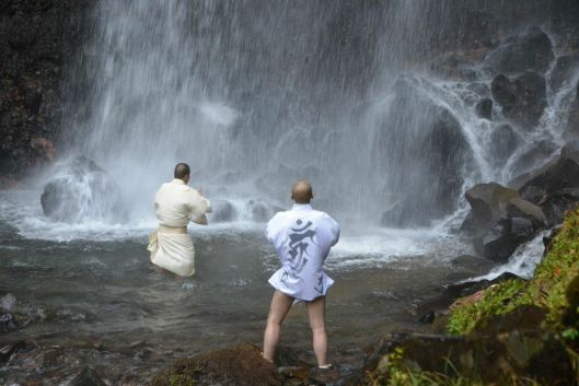Japanese Shinto Monks. The Iceman cometh. Cold water showers. Benefits of cold water bathing. Hydrotherapy. Lifestyle. Super Soldier Project.