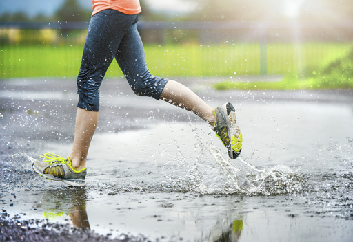 Running in wet weather. Cardiovascular fitness. Fat burning. . Running for beginners. Half marathon. Half marathon training. Running training plan. How to run faster.