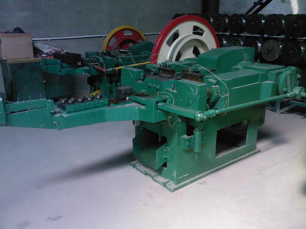 mesin pembuat baut baja ringan paku buatan china we design and build your machines