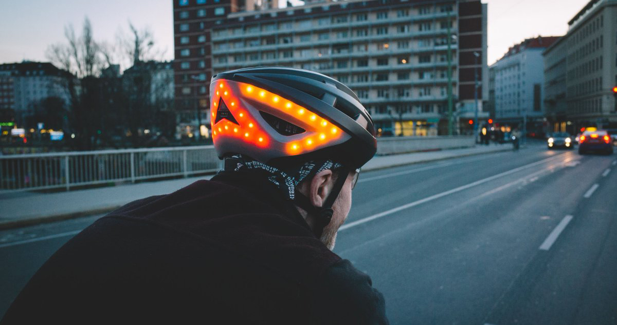 Lumos, um capacete inteligente para ciclistas