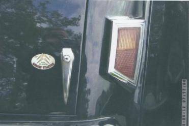 Ouverture du coffre et feu rouge arrière droit