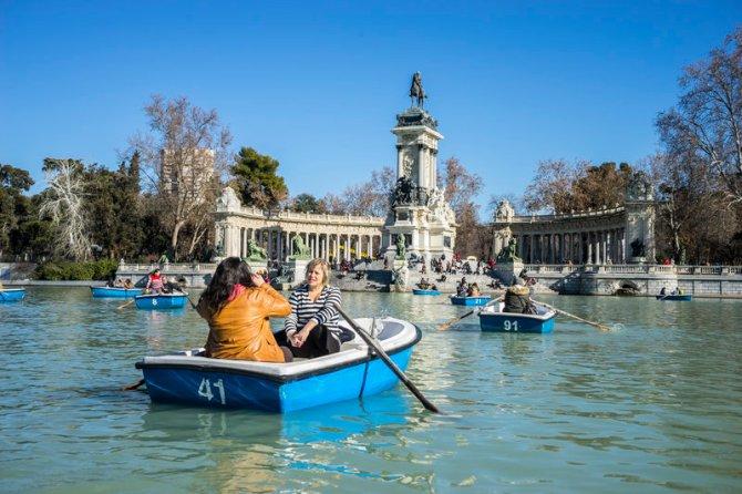 Paseo en barca en El Retiro, Madrid