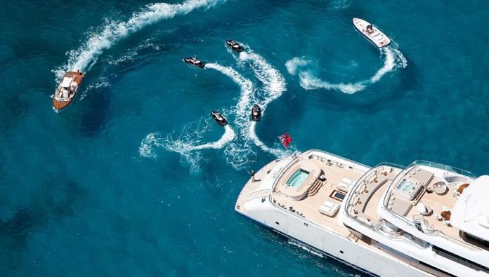 1_grace-e-yacht-water-toys-02.ddb3d4463d49