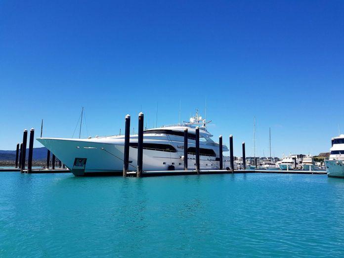 yacht-1737103_1920.542844756af8