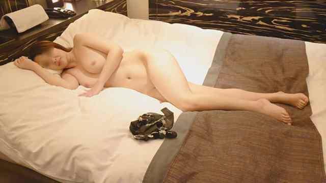 FC2PPV 1802673 【個人撮影】フェロモン漂うグラマーな35歳美人妻と不倫中出し!【熟女・巨乳】