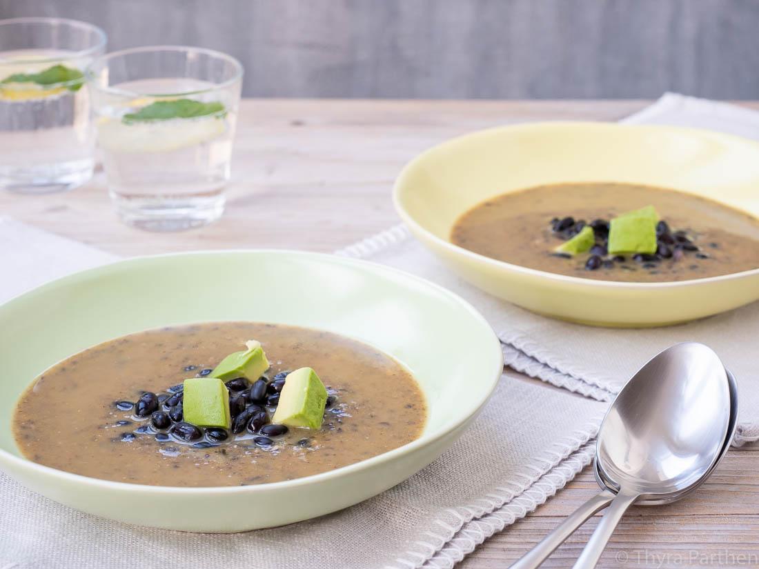 Scharfe Schwarze-Bohnen-Suppe