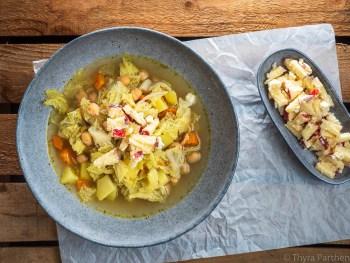 Wirsing-Kartoffel-Topf mit Apfel-Feta-Topping