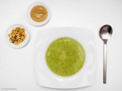 Brokkolisuppe mit Tahini-Zitronensauce
