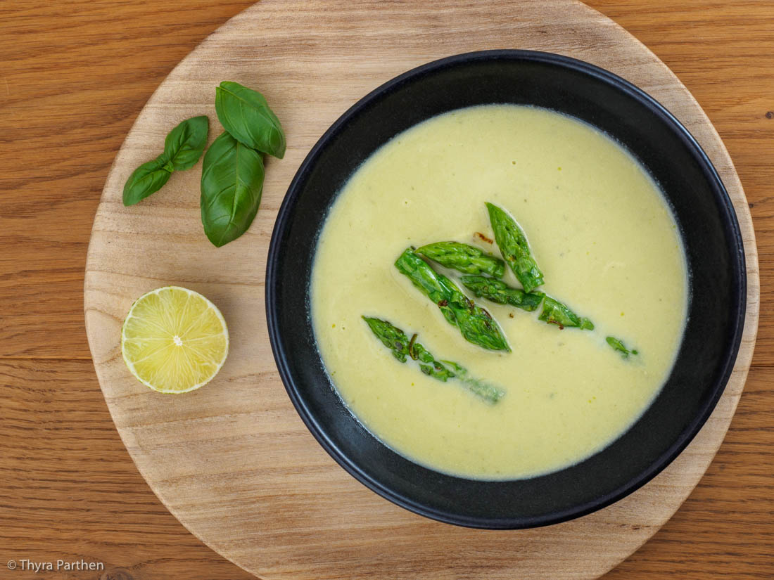 Limetten-Spargelcremesuppe