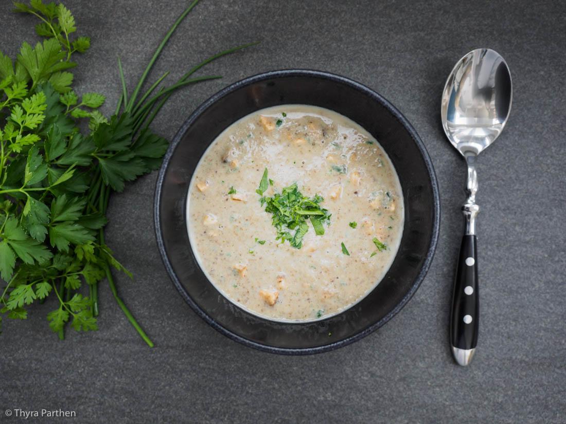 Champignon-Kräuter-Suppe