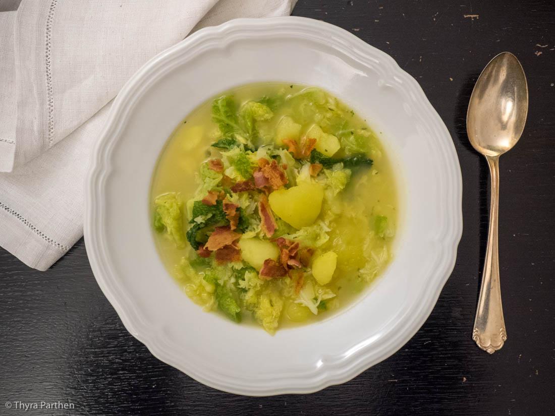 Kartoffel-Wirsing.-Suppe mit Bacon
