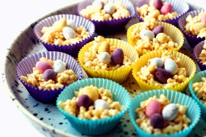 Easter Marshmallow Nests are a fun treat that are quick and easy to make with kids (and the young at heart) this half term! Get the recipe at Supper in the Suburbs!