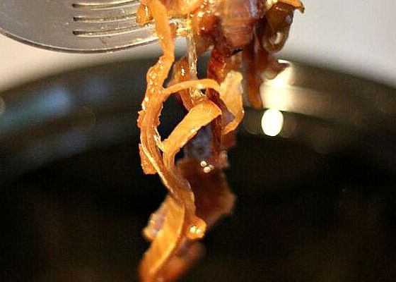 Simple Slow Cooker Caramelised Onions