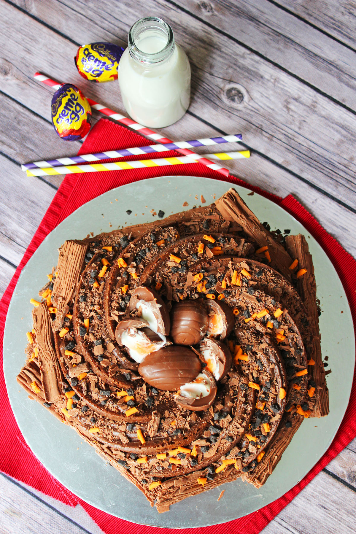 Bake this Cadburys Creme Egg Bundt Cake this Easter for a showstopping centre piece. Recipe on Supper in the Suburbs