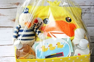 This Baby's bath time gift hamper is the perfect baby shower gift. Find out how to put it together on the Supper in the Suburbs blog