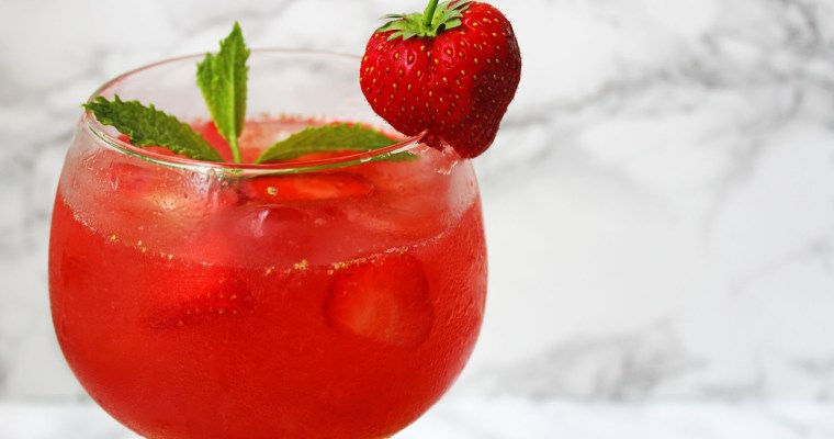 Strawberry and Gin Smash