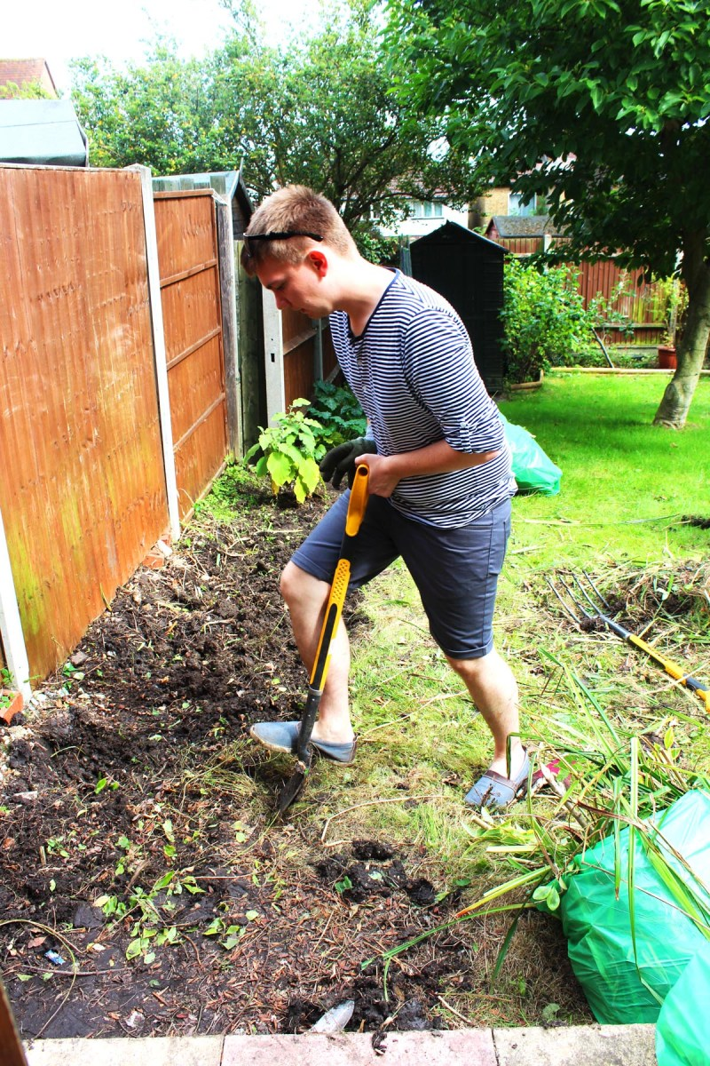 Preparing our kitchen garden has been hard work. Digging has become Jon's least favourite past time! Find out more on Supper in the Suburbs!