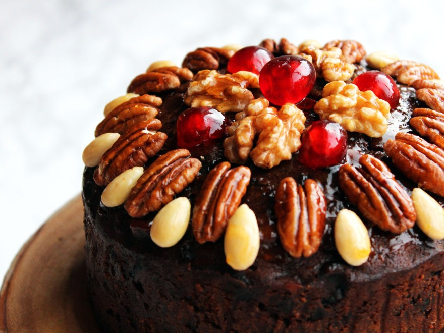this naked christmas cake looks like a decoration with glazed fruit and nuts on top - Christmas Fruit Cake Decoration