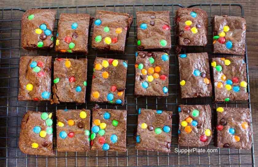 Brownie pan 7 let brownies cool