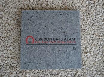 Batu Alam Andesit Bintik Cipanca  | Sumber gambar : images.google.com
