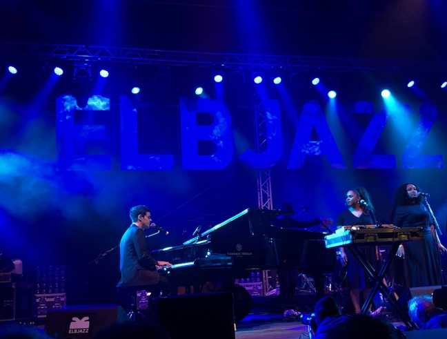 Jamie Cullum am Flügel - Highlight Tag 1 Elbjazz 2019