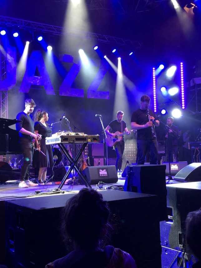 Die Jamie Cullum Band - Tom Richards beim Solo