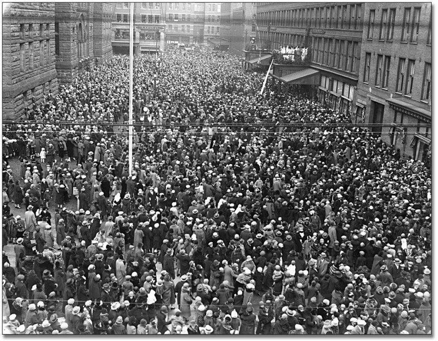 vintage-crowd