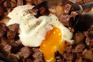 steak-and-eggs-hash-breakfast