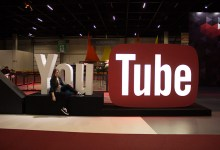 estande do youtube brasil game show logo gigante
