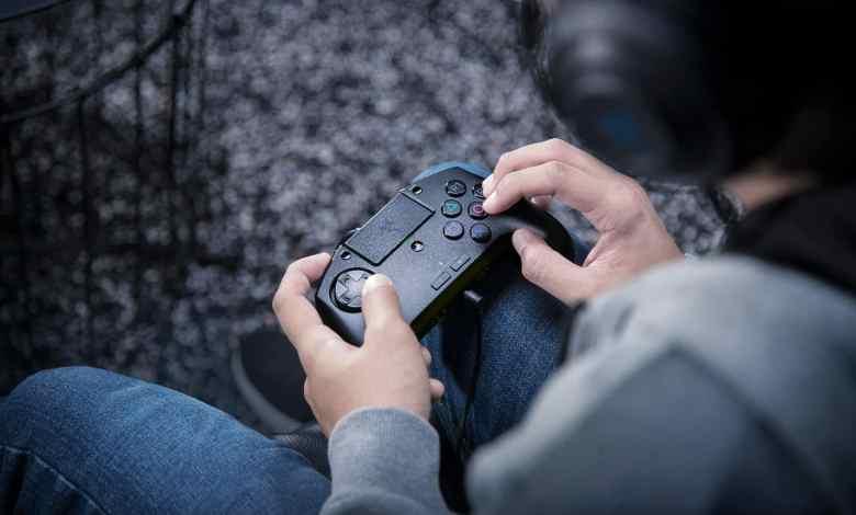 Photo of Novo controle Razer Raion leva o design dos arcades sticks para a palma das mãos