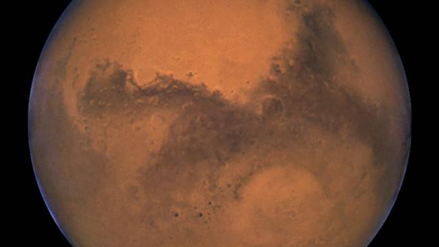 Descoberto novos locais com água em Marte