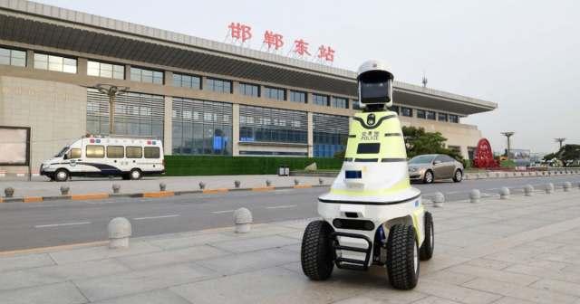 Policiais de trânsito robôs são implantados na China
