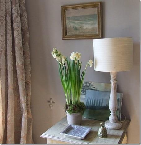 Tablescape-in-a-hallway-e1349274377644