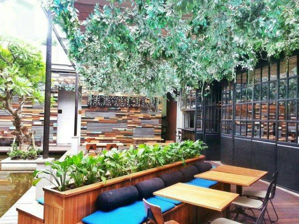 Domicile outdoor garden