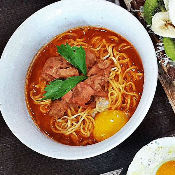 Delicio tomato soup and noodle
