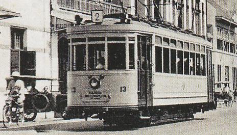 Inilah gambar angkutan trem jaman dulu. Pemkot Surabaya ingin menghidupkan kembali transportasi yang sudah lama tidak digunakan ini. (FOTO : istimewa)