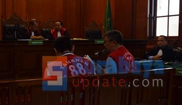 Persidangan Budi Santoso dan Ir. Klemens Sukarno Candra di PN Surabaya dengan agenda pembacaan nota pembelaan. (FOTO : parlin/surabayaupdate.com)