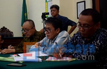 Kuasa hukum PT. Bali Rich saat bersidangan di PN Surabaya. (FOTO : parlin/surabayaupdate.com)