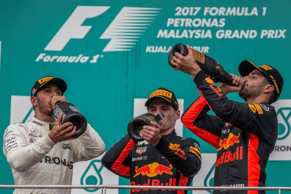 Clasificación general: 1. Mercedes - 503 puntos, 2. Ferrari - 385 puntos, 3. Red Bull Racing Tag Heuer - 270 puntos, 4. Force India Mercedes - 133 puntos, 5. Williams Mercedes - 65 puntos, 6. Toro Rosso – 52 puntos y 7. Renault - 42 puntos 8. Hass Ferrari - 37 puntos. Foto: EFE