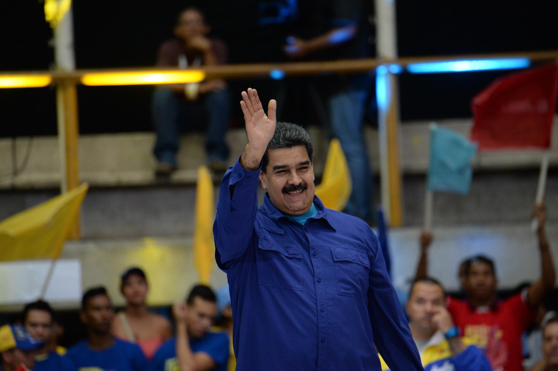 (180207) -- CARACAS, febrero 7, 2018 (Xinhua) -- El presidente venezolano, Nicolás Maduro, participa durante el lanzamiento del Movimiento Somos Venezuela, movimiento socio-cultural que convoca a paticipar en las elecciones presidenciales, en el Parque Miranda, en Caracas, Venezuela, el 7 de febrero de 2018. La presidenta del Consejo Nacional Electoral de Venezuela, Tibisay Lucena, anunció el miércoles que las elecciones presidenciales se celebrarán el próximo 22 de abril. La jefa del poder electoral hizo el anuncio tras permanecer varios días en sesión permanente evaluando posibles fechas para la realización de los comicios convocados por la Asamblea Nacional Constituyente (ANC) de ese país. (Xinhua/Str) (bv) (da) (vf)