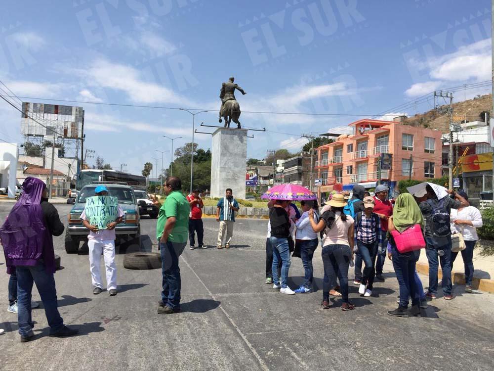 bloquean avenida en Quechultenango, Eric Chavelas, 120318