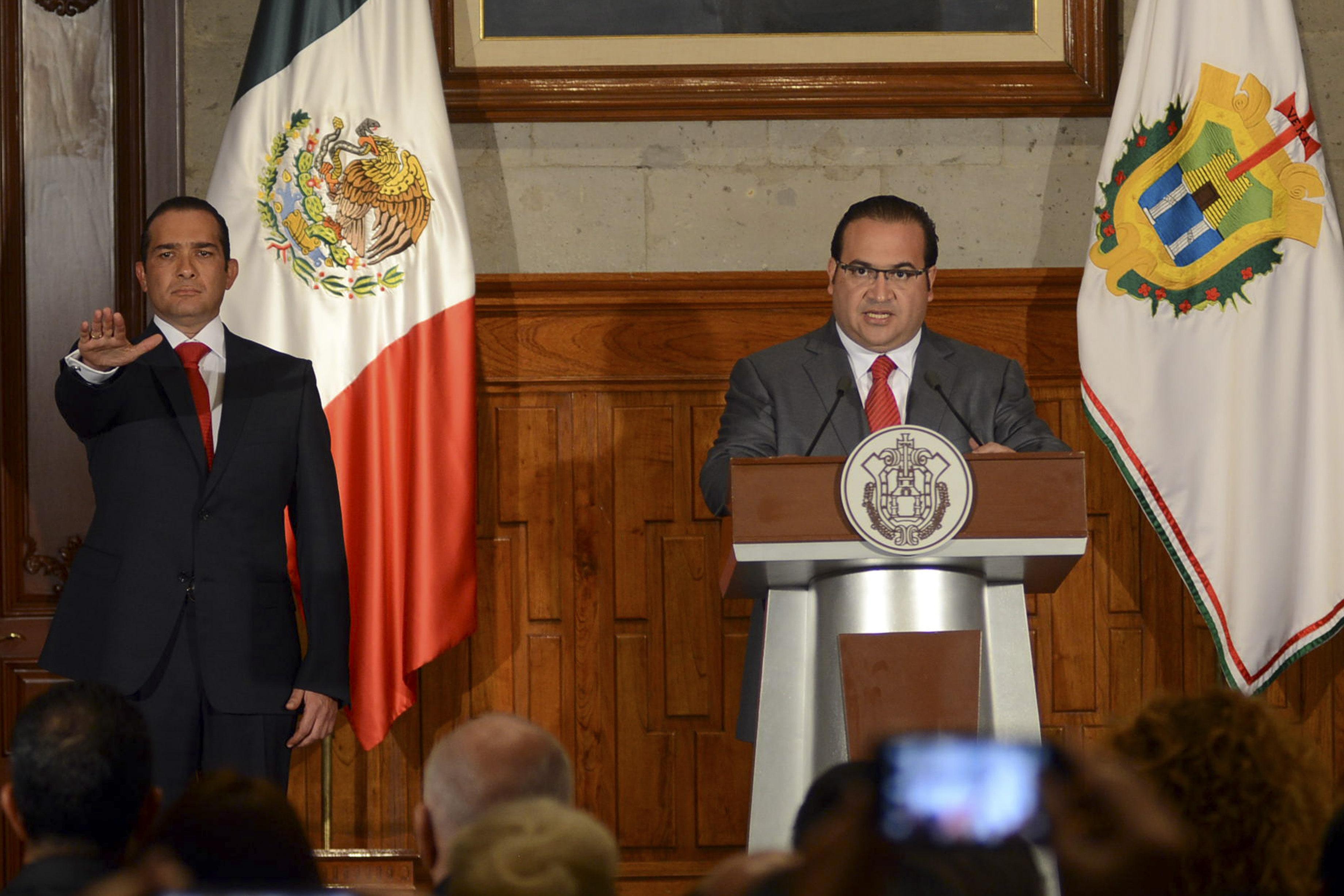 Yunes ofrece 5 mdp por localizar al ex fiscal Luis Ángel Bravo