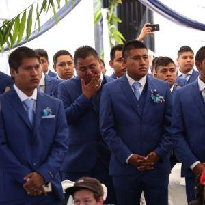 Egresados de la generación 2014-2018 de la Normal Rural Raúl Isidro Burgos de Ayotzinapa, sobrevivientes de los ataques del 26 y 27 de septiembre en Iguala, durante el acto de clausura de cursos. Foto: Eric Chavelas Hernández