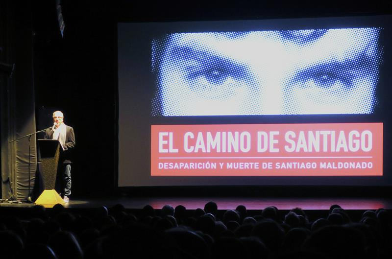 """04082018- fotografía fechada el 1 de agosto de 2018, muestra al director argentino Tristán Bauer mientras habla durante la presentación de la película """"El camino de Santiago"""", en Buenos Aires (Argentina). EFE"""