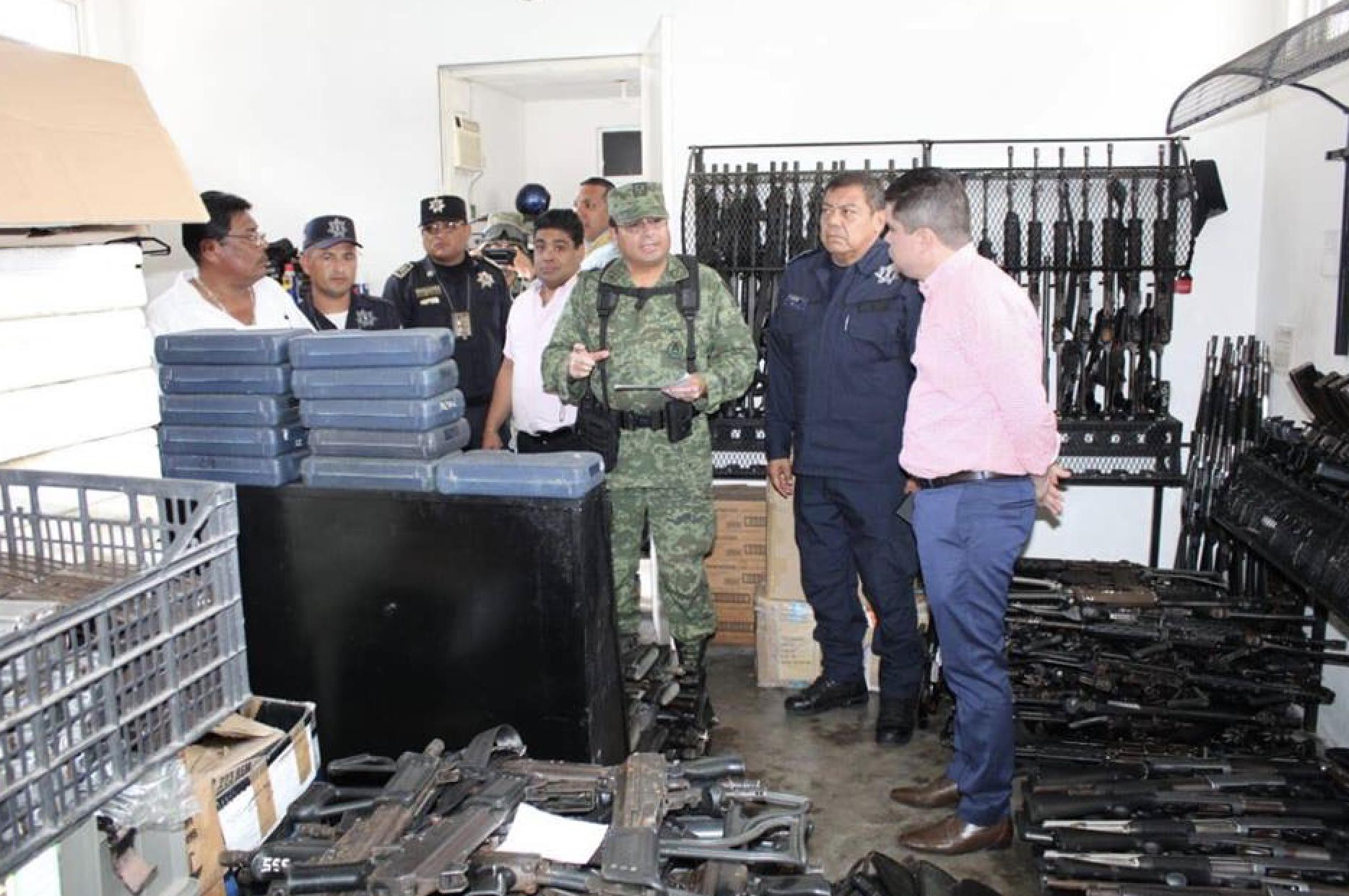 Ejército pide a alcalde de Acapulco explicar 342 armas faltantes