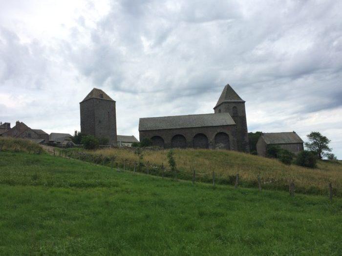 Domerie d'Aubrac et sa vieille tour