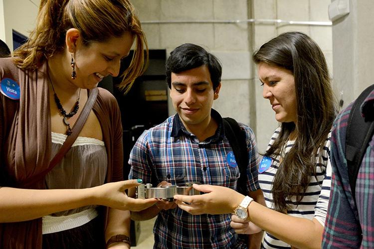 Colores, curiosidad y conocimiento se conjugan en la Expo UCR10